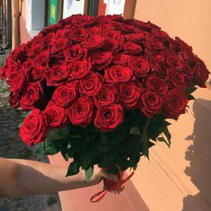 букет на день рождения красные розы
