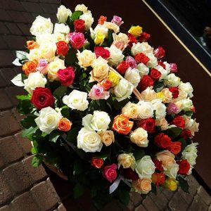 101 троянда мікс у кошику