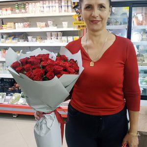 букет з 33 червоних роз на день народження