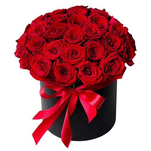 букет 33 троянди в капелюшній коробці фото