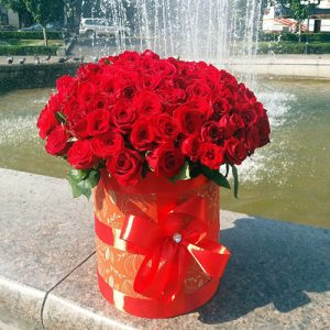 101 роза красная в шляпной коробке