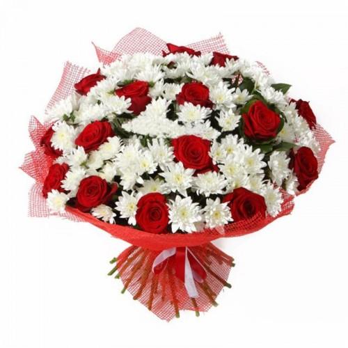 Букет «Великий подаруночок» червоні троянди, білі хризантеми