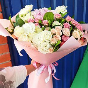 букет мікс із трояндами фото