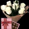 букет 7 білих троянд із цукерками