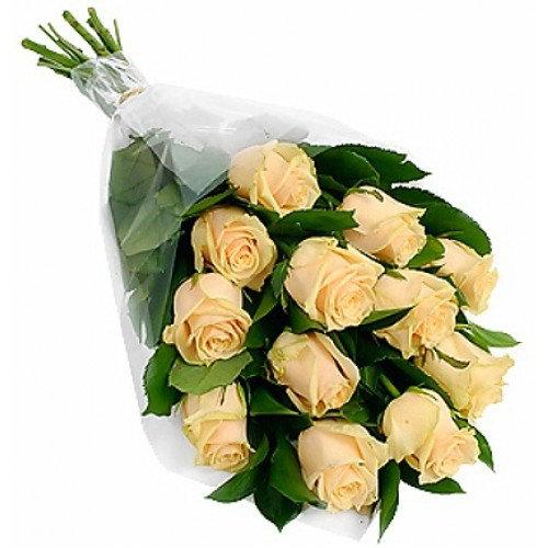 букет 11 кремових троянд