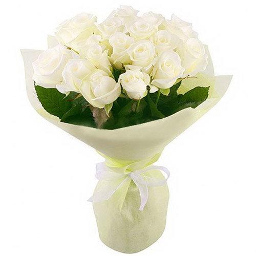 букет 19 білих троянд