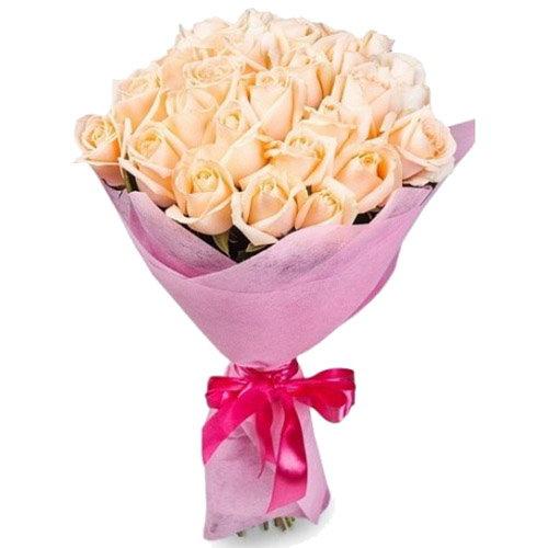 букет 25 кремових троянд