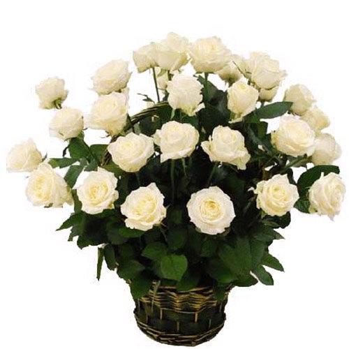 35 білих троянд в кошику фото товару