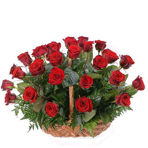букет 35 червоних троянд в кошику