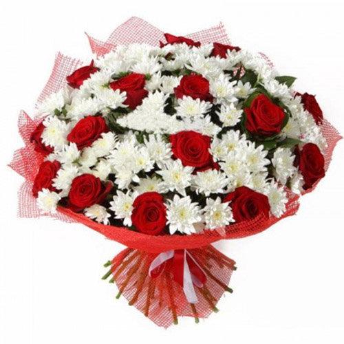 Букет «Великий подаруночок» червоні троянди та білі хризантеми