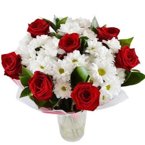 """Букет """"Подаруночок"""" червоні троянди, білі хризантеми"""