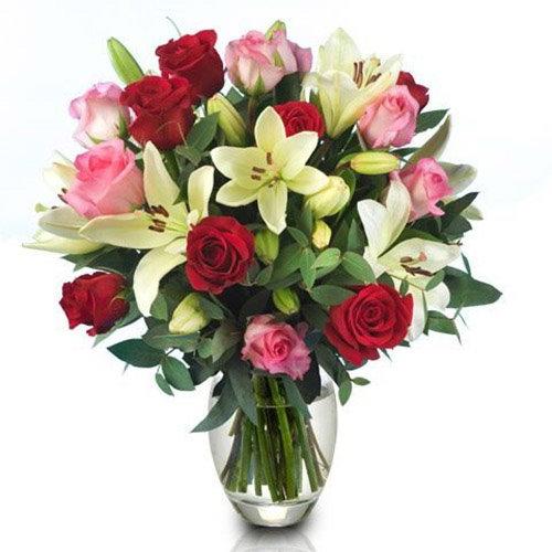 """Букет """"Пишність"""" троянди та лілії"""