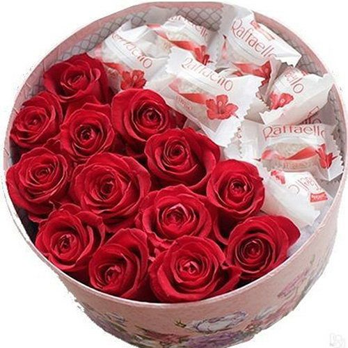 Солодка коробочка троянди та рафаелло