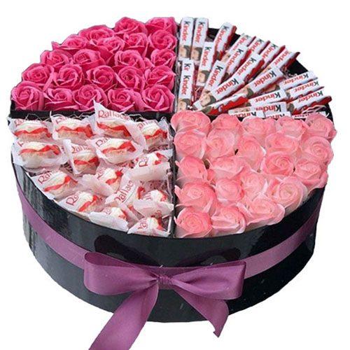 Солодощі та квіти в коробці Кохання будь-якою ціною
