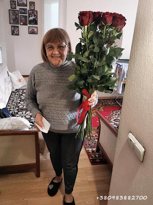 красные розы на день матери