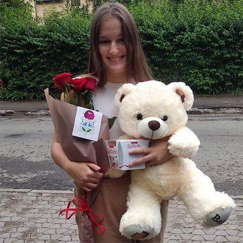 Фото товара Мишка с букетом роз и Raffaello