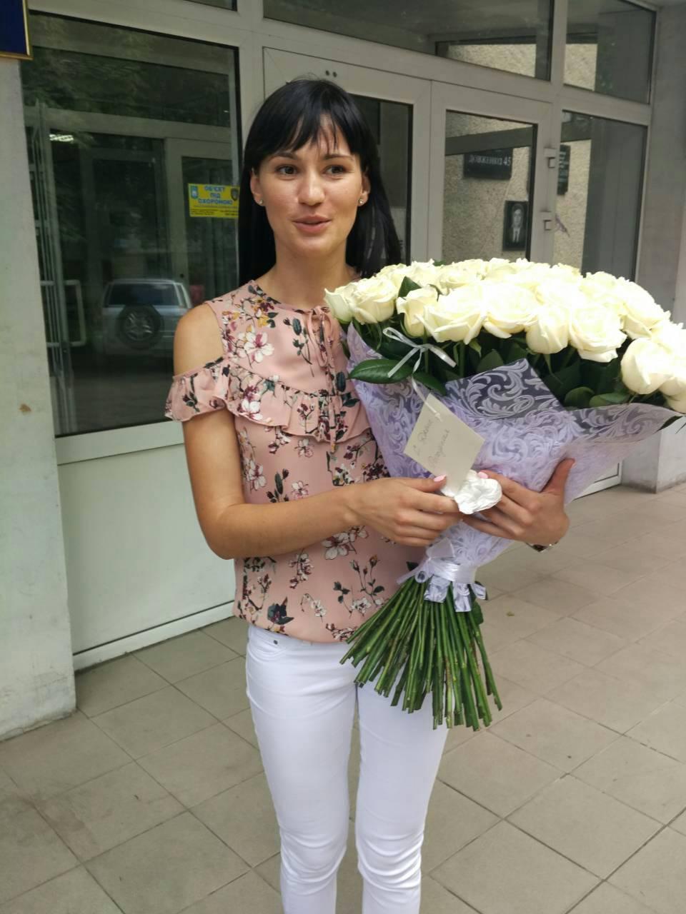 букет белых роз фото доставки в Черновцах