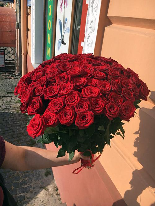 фото доставки в Черновцах 101 красная роза