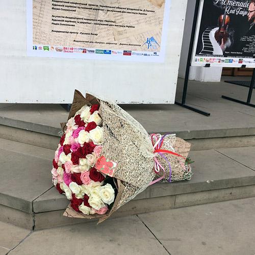 микс букет из 101 разноцветной розы в Черновцах